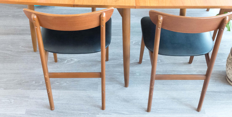4 chaises vintage chaises scandinaves vintage chaises danoises chaises teck mobilier. Black Bedroom Furniture Sets. Home Design Ideas