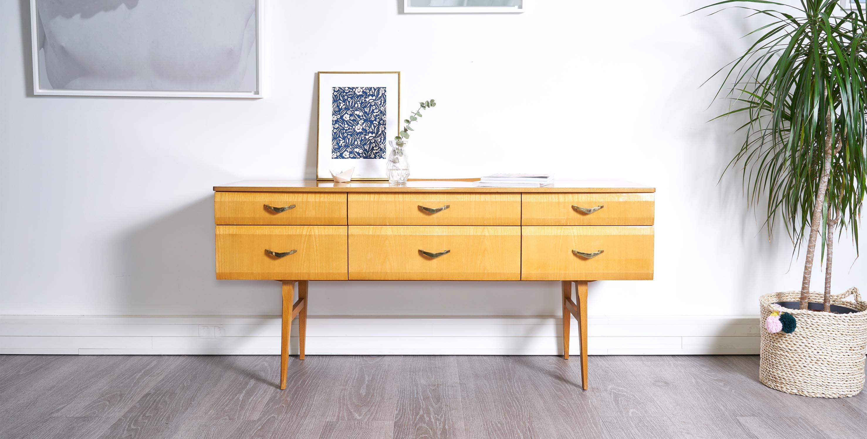 enfilade coiffeuse pieds compas 1960 vendue room 30. Black Bedroom Furniture Sets. Home Design Ideas