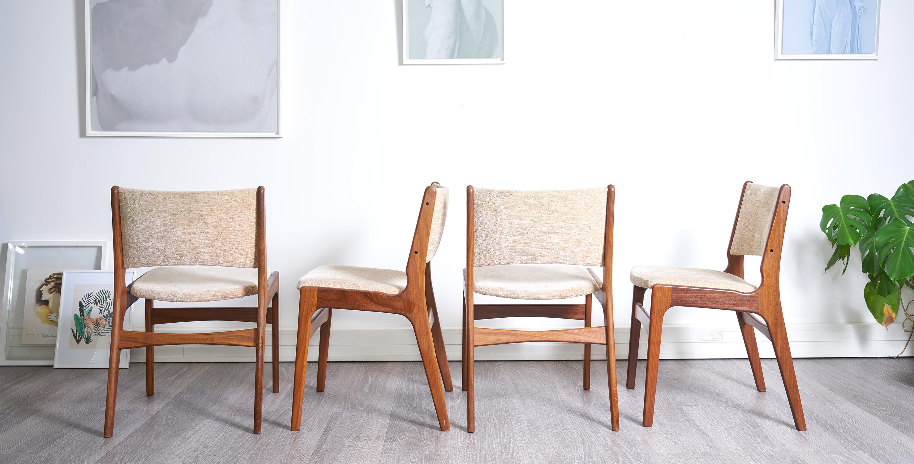 4 chaises scandinave. chaises vintage, chaise teck vintage, chaises scandinaves vintage, chaises en teck vintage, 4 chaises vintage, eames, mobilier paris, eames