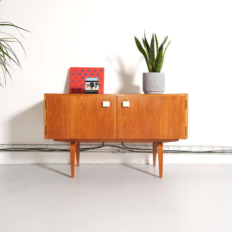 Meuble tv vintage, meuble télévision vintage, meuble bas tv, meuble bas tv vintage, meuble Hellerau, hellerau, meuble vintage tv, commode vintage, enfilade vintage, jentique, mcintosh, meuble scandinave vintage
