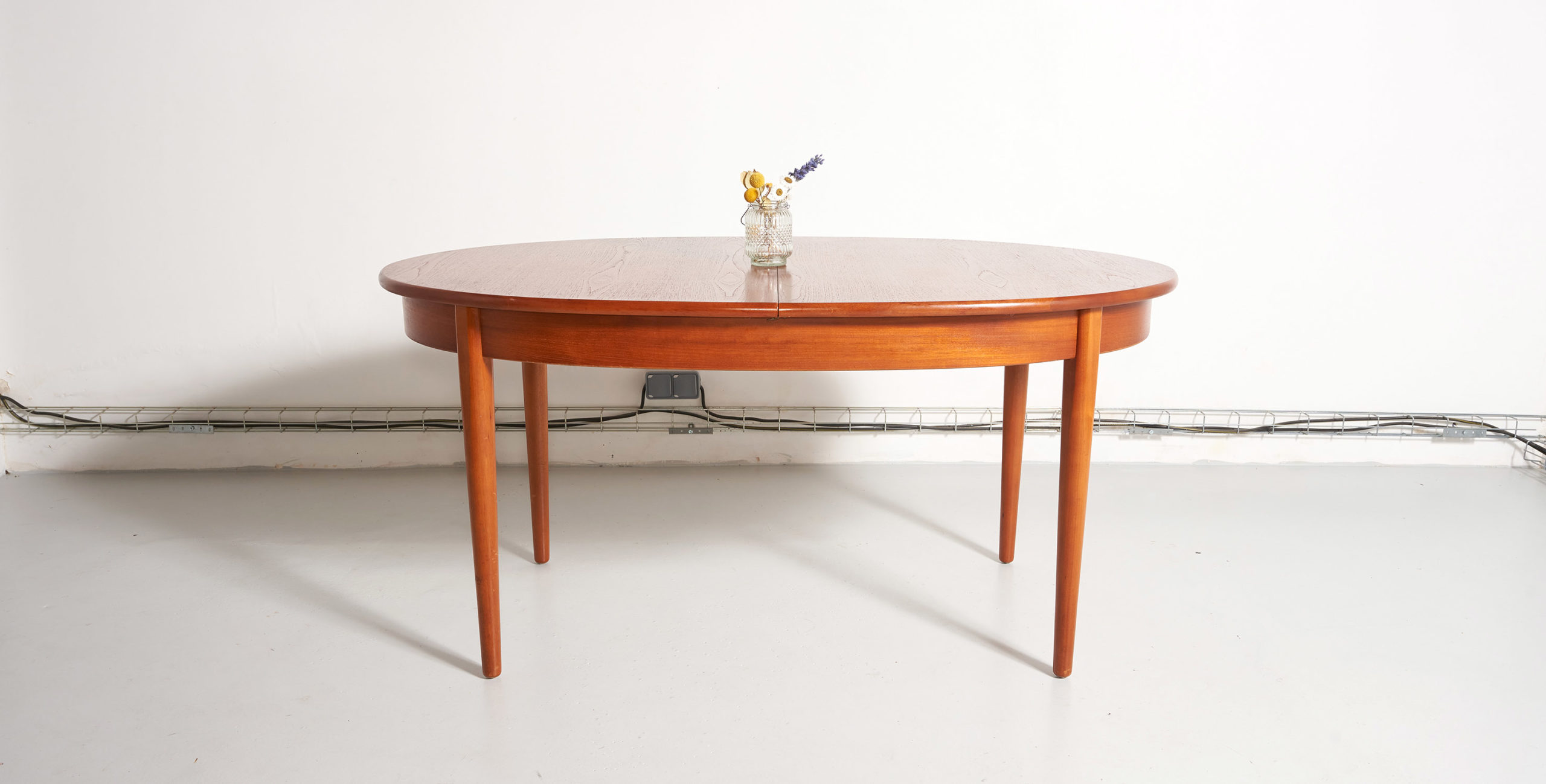 table à manger ovale, table ovale, table ovale vintage, table à manger ovale vintage, table teck vintage, table à manger teck, table à manger vintage, table gplan, table scandinave, table scandinave vintage, table danoise, table danoise vintage, table rallonge papillon, table à manger avec rallonge papillon, rallonge papillon