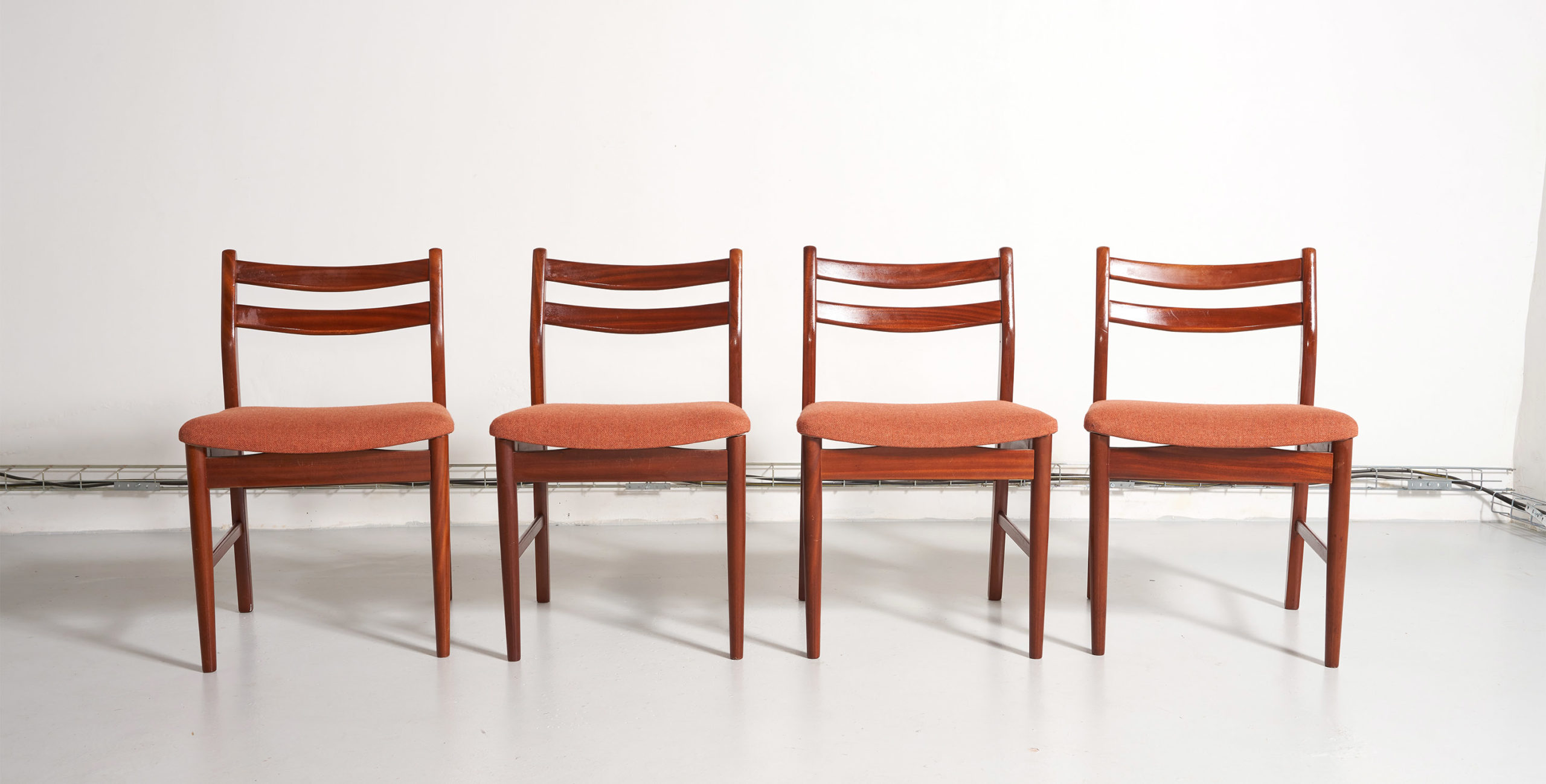 4 chaises vintage, 4 chaises teck, 4 chaises scandinaves, chaises scandinaves, chaises danoises, chaises scandinaves vintage, chaises en teck, chaises vintage